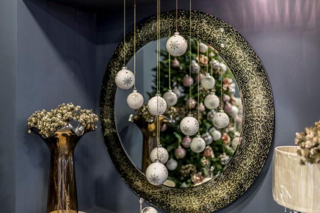 Slika Zidno ogledalo sa dekorativnim rubom 100 cm