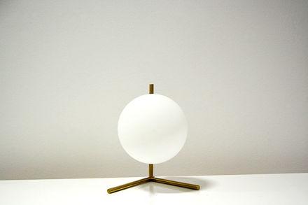 Bijela stolna lampa 02